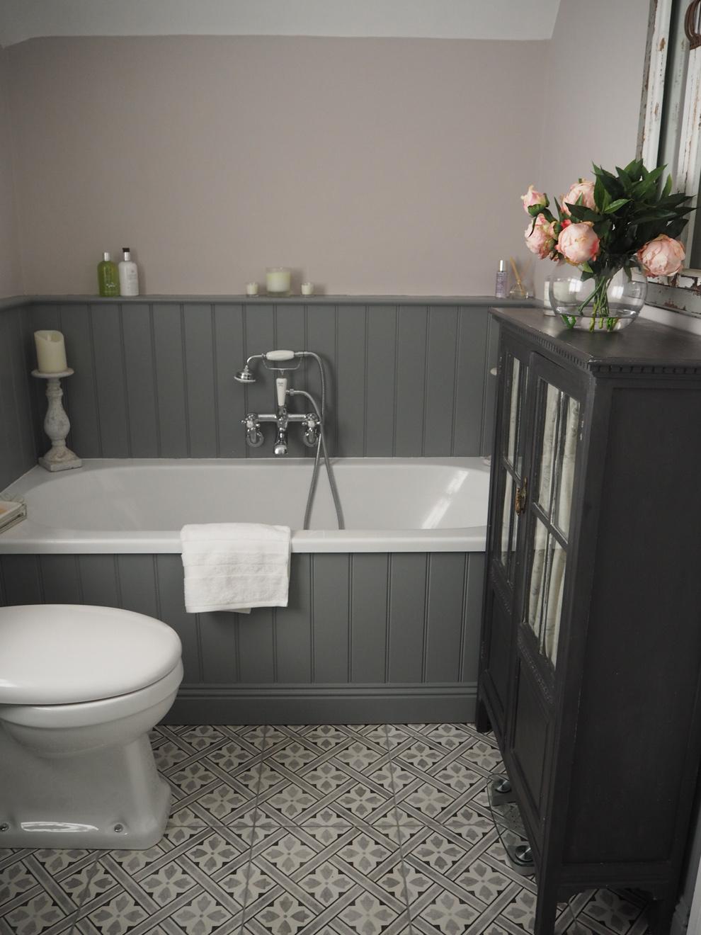 Раковина для ванной серого цвета